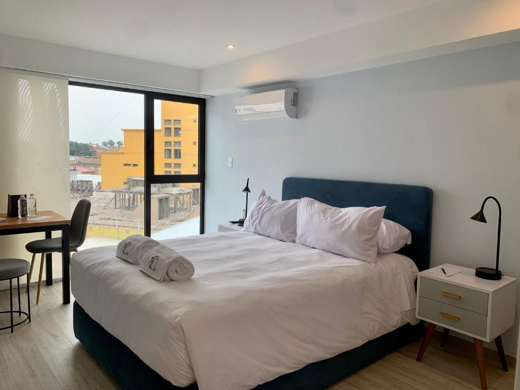 A bed or beds in a room at Sleek 1BR in Barranco