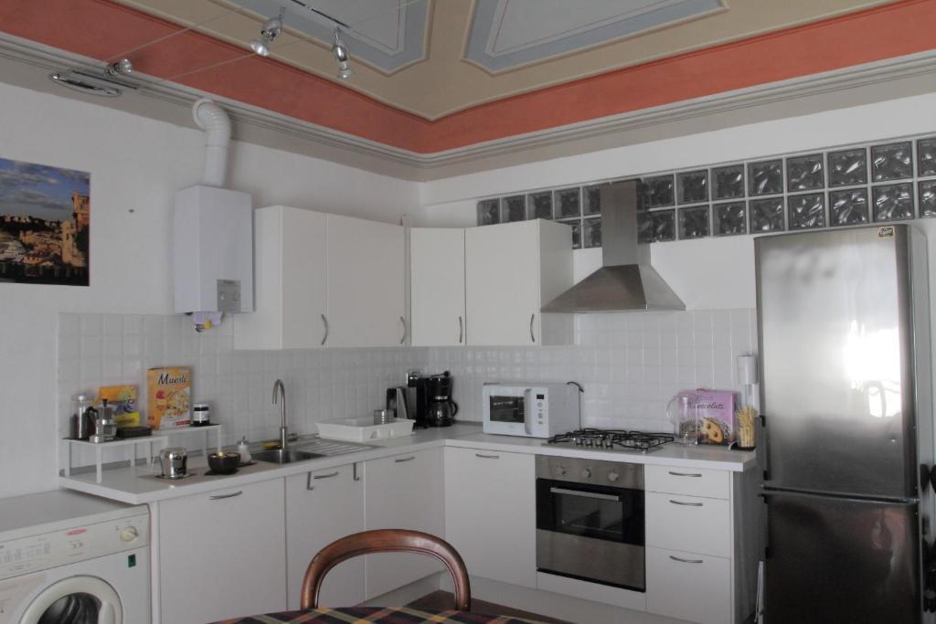 A kitchen or kitchenette at B&B La Torre Celle Ligure