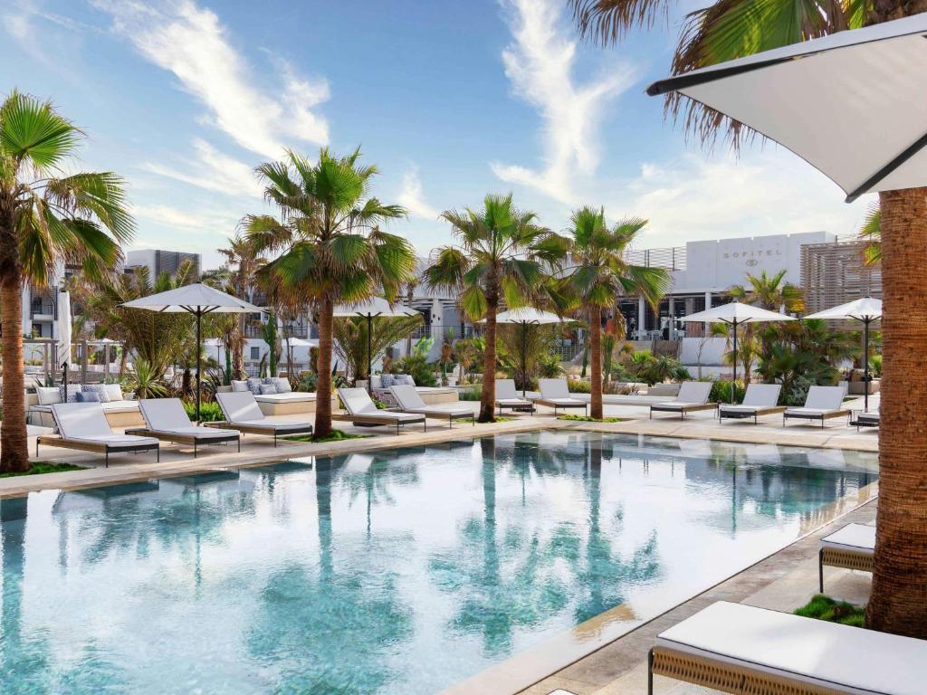 Piscine de l'établissement Hotel Sofitel Agadir Thalassa Sea & Spa ou située à proximité