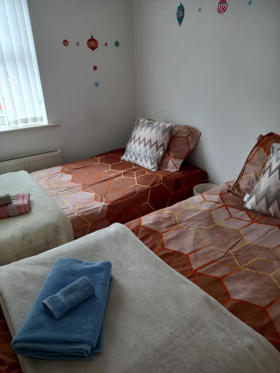 A bed or beds in a room at Leicester Room for 1 or 2 Females Bathroom shared with 2 females