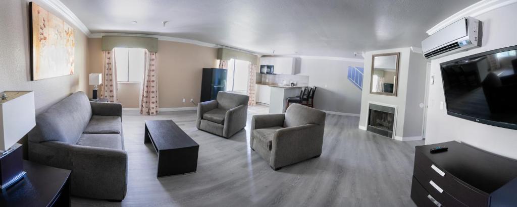 Ruang duduk di Alexis Park All Suite Resort