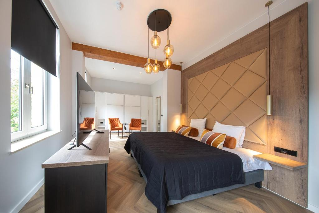 A bed or beds in a room at Boutique Hotel Scheepers