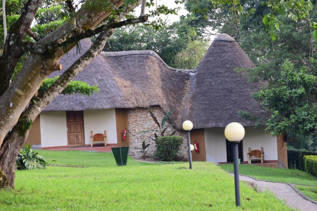 A garden outside Kibale Guest Cottages