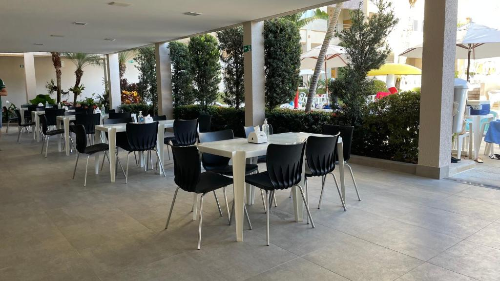 A restaurant or other place to eat at Flat Prive das Thermas II - R3 Caldas