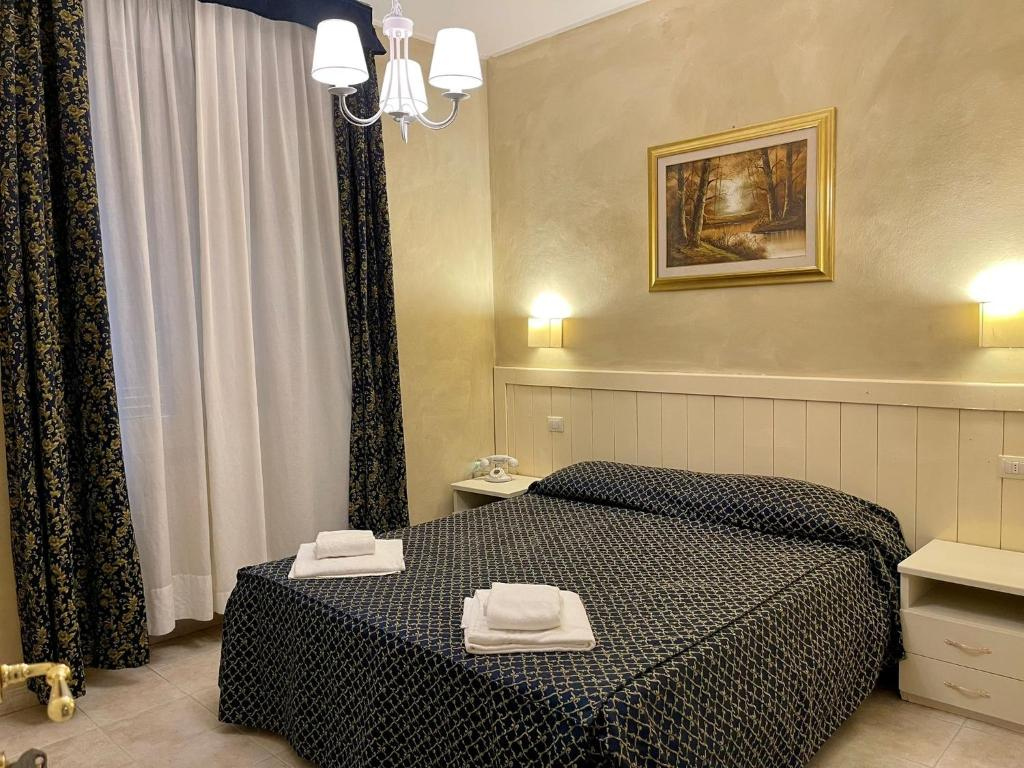 A bed or beds in a room at Hotel Aurelia Milano