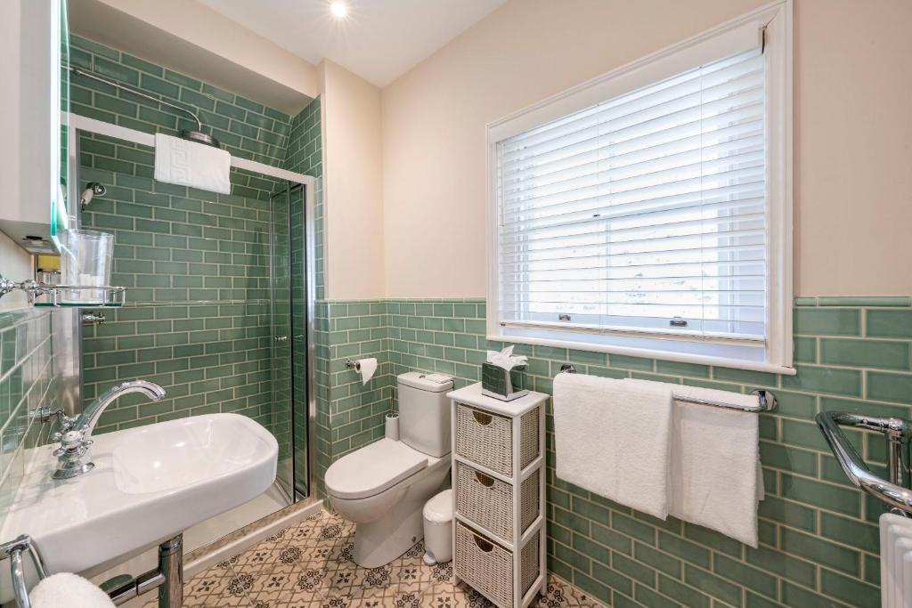 A bathroom at Eight