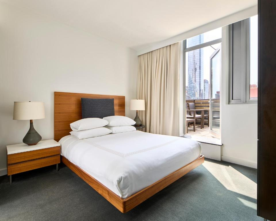 A bed or beds in a room at Smyth Tribeca