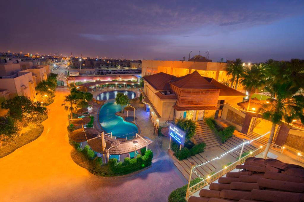 Uma vista da piscina em Madareem Crown Hotel ou nos arredores