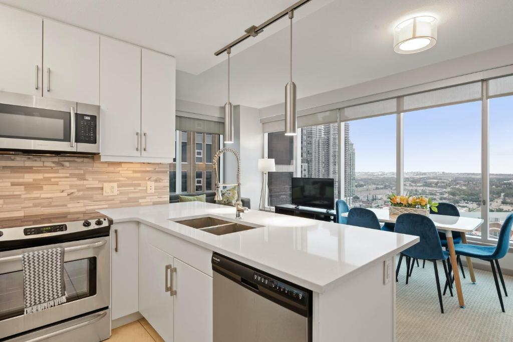 A kitchen or kitchenette at Simply Comfort. Stunning Downtown Apartments