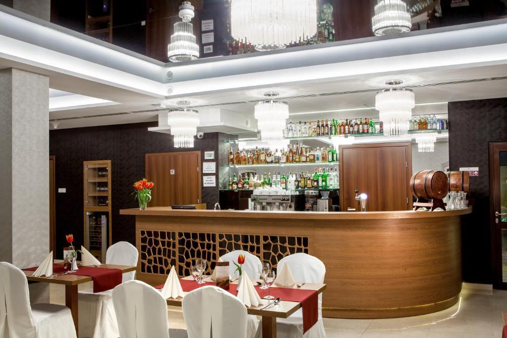 Restauracja lub miejsce do jedzenia w obiekcie Hotel Miodowy Młyn