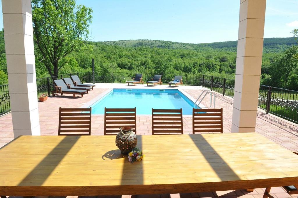 Villa Tijara villa near Trilj, private pool