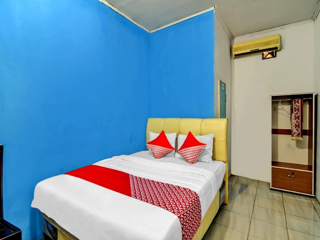 A bed or beds in a room at OYO 90222 Lafa Park Syariah