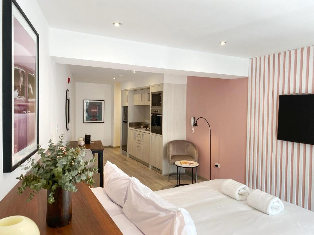A television and/or entertainment centre at Divine 1BR in Barranco