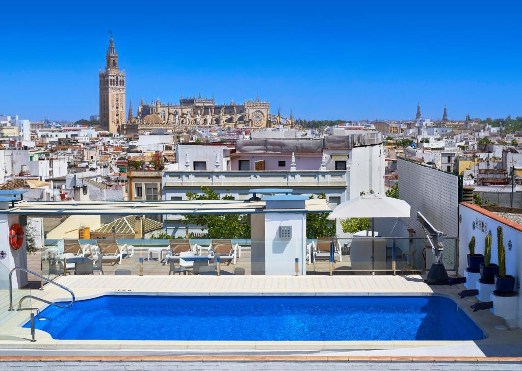 The swimming pool at or near Hotel Bécquer