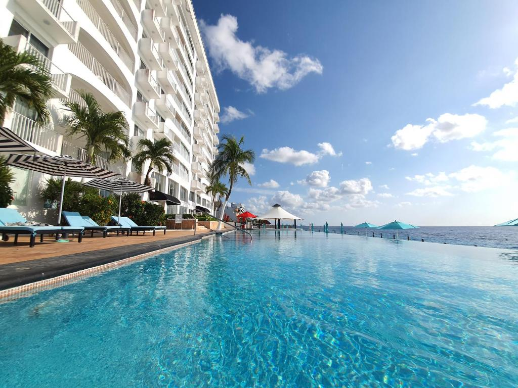 The swimming pool at or near Coral Princess Hotel & Dive Resort