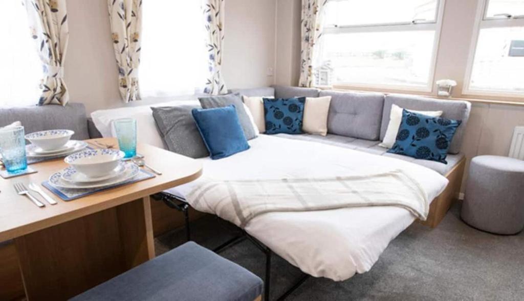 A seating area at 3 Bed ,Sleeps 8 Caravan California Cliffs Holiday Park