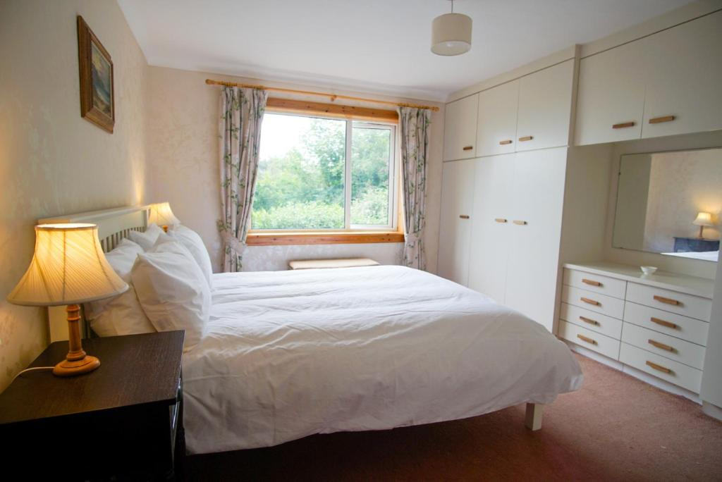 A bed or beds in a room at Remuera, North Tolsta
