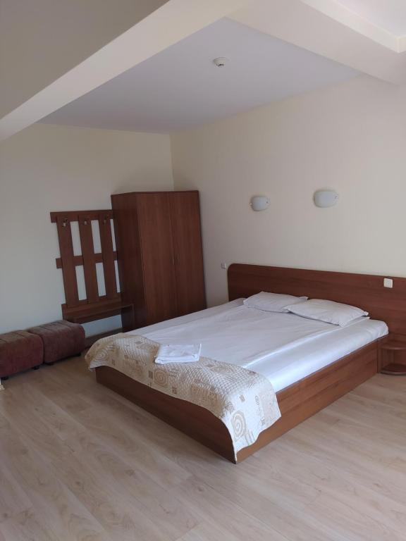 A bed or beds in a room at Hotel Elica