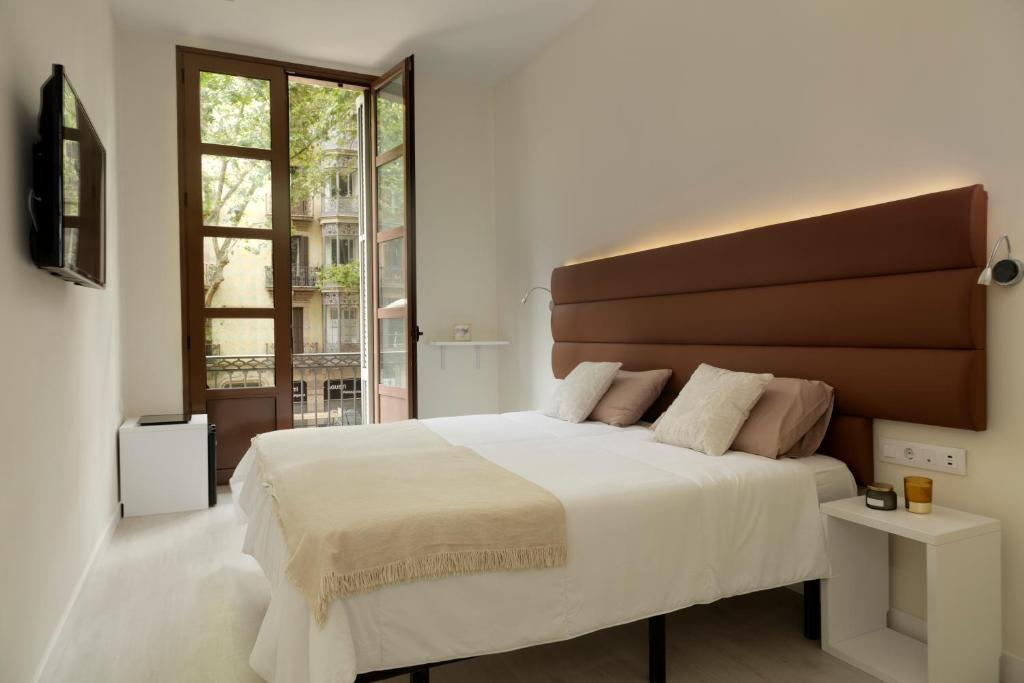 A bed or beds in a room at Hotel Naitly Ronda Sant Antoni Barcelona