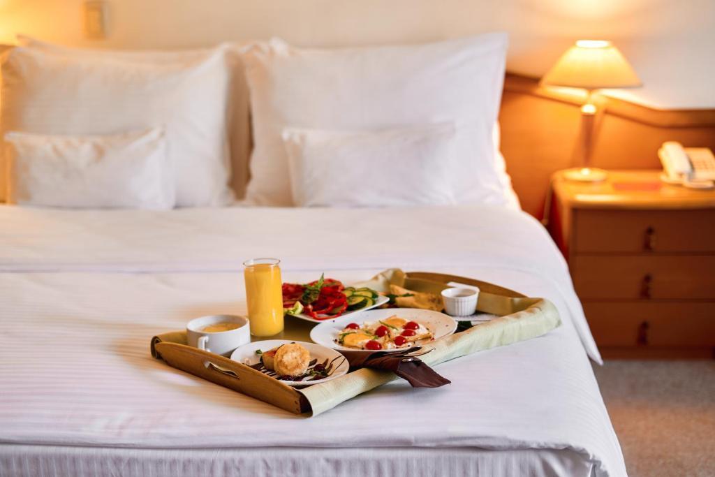 Завтрак для гостей Voznesensky Hotel