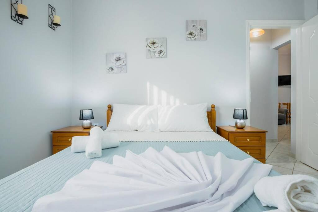 A bed or beds in a room at A comfy two bedroom apartment
