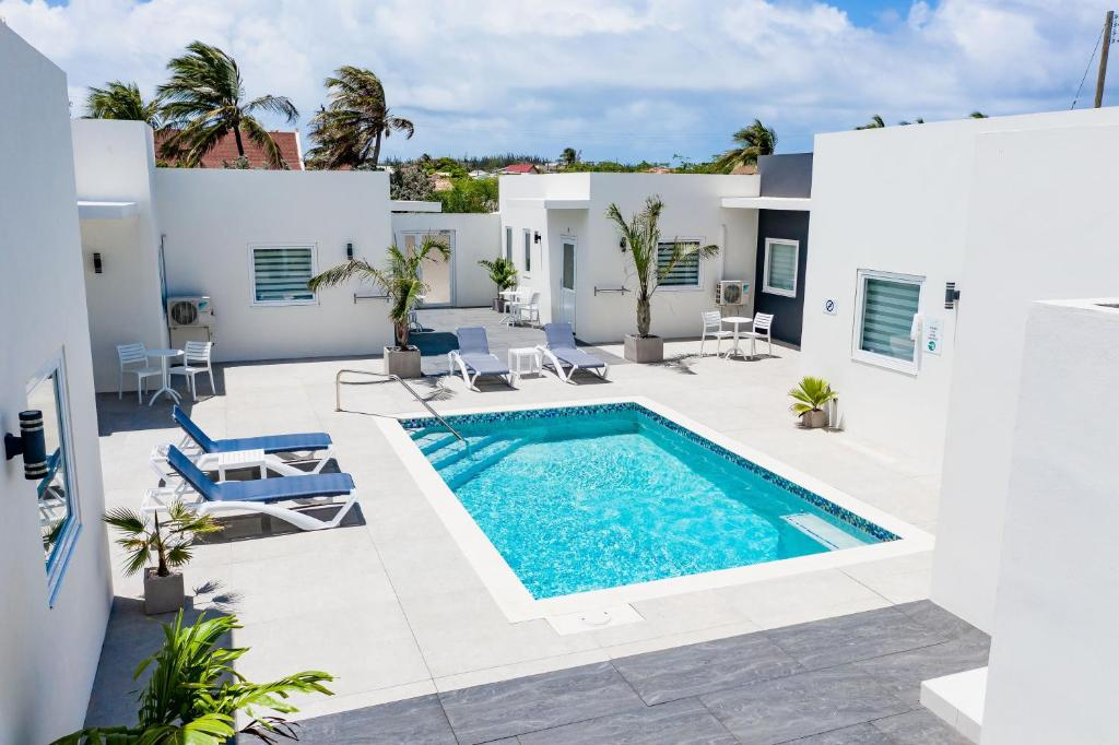 A view of the pool at The Palm Leaf Apartments or nearby
