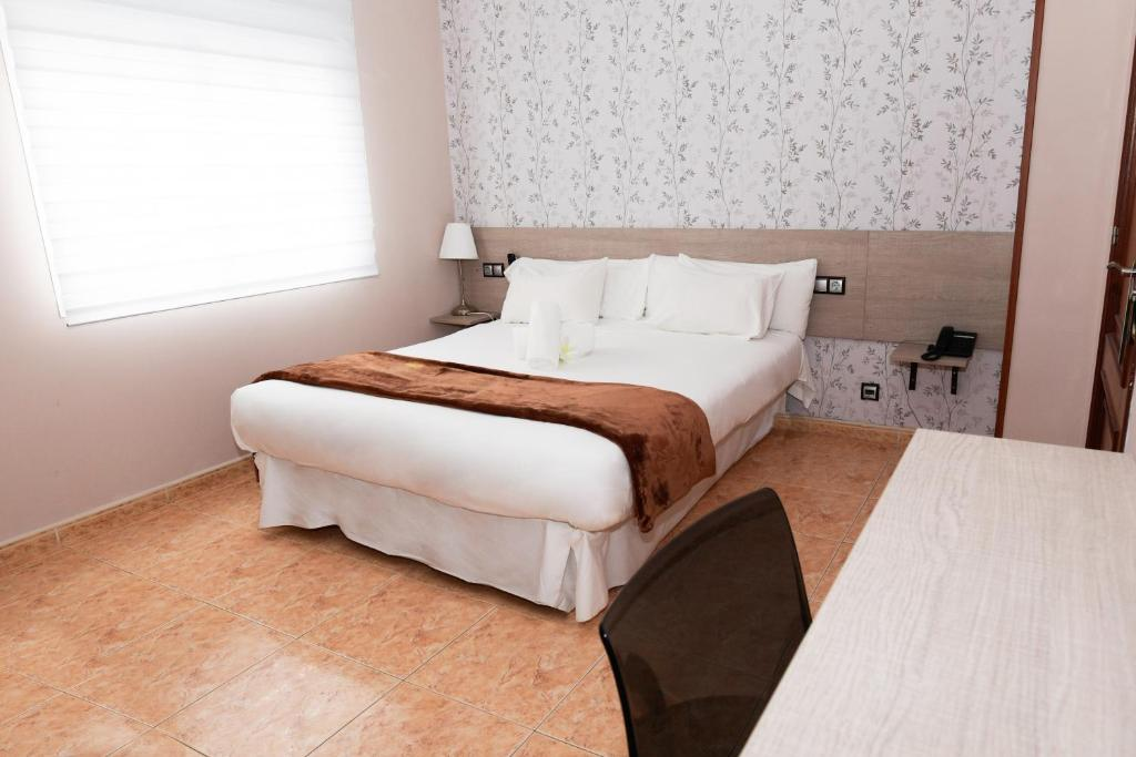 A bed or beds in a room at Hotel Ancora