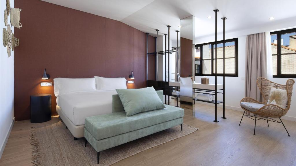 A seating area at Atocha Hotel Madrid, Tapestry Collection by Hilton