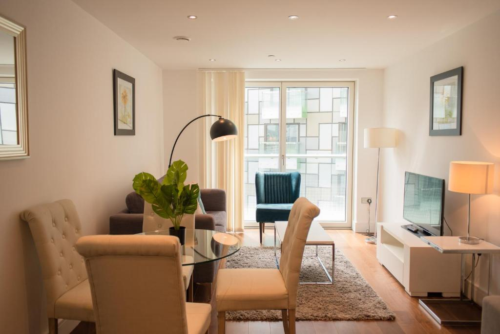 Lincoln Plaza Apartments in London, Greater London, England