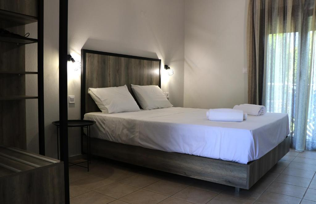 A bed or beds in a room at Aliston Hotel Studios