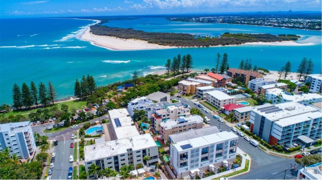 A bird's-eye view of Luxe 5-floor Townhouse with Water and Mountain Views near Beach