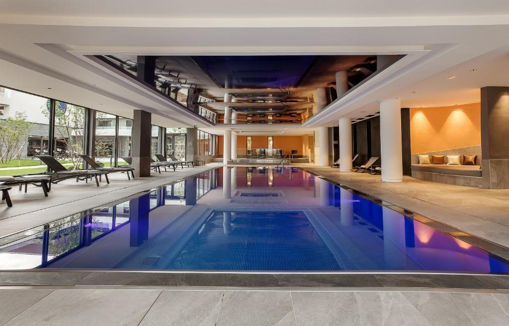 The swimming pool at or near Rivage Hôtel & Spa Annecy