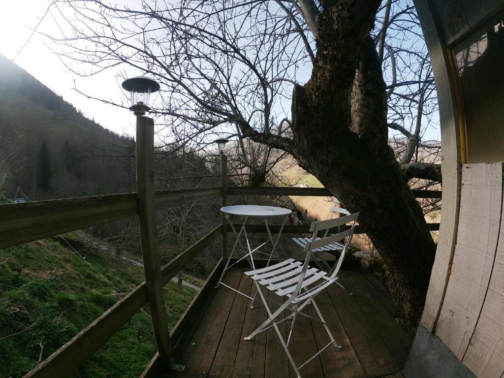 Balcon ou terrasse dans l'établissement Cabane dans un pommier