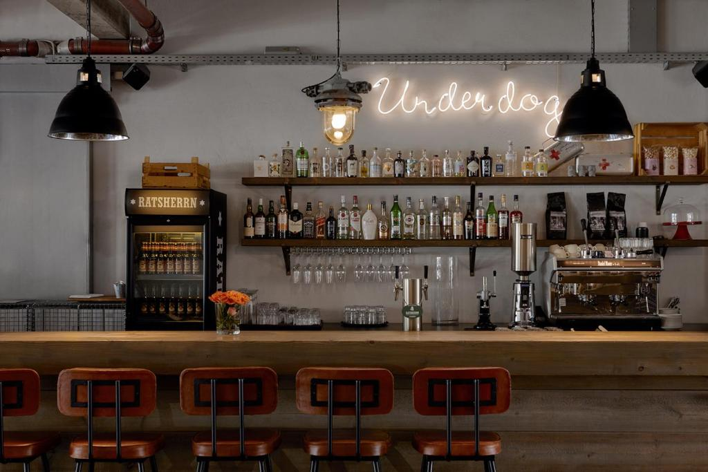 The lounge or bar area at Kröger by Underdog Hotels