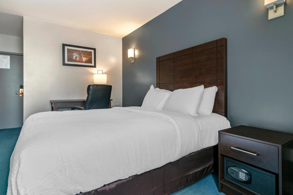 Un ou plusieurs lits dans un hébergement de l'établissement Econo Lodge