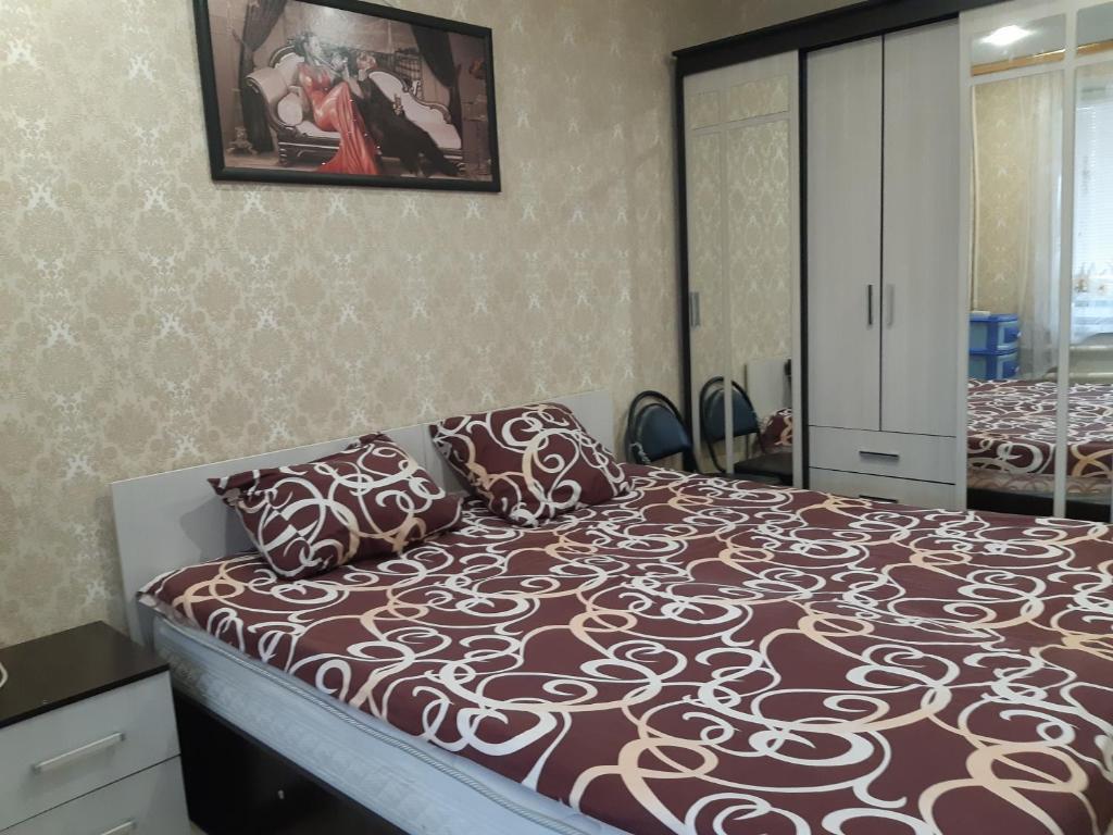 Кровать или кровати в номере Apartment Zvezdnaya 8