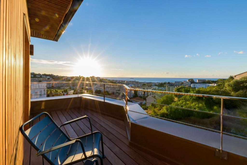 Balcon ou terrasse dans l'établissement Best Western Montecristo-Bastia