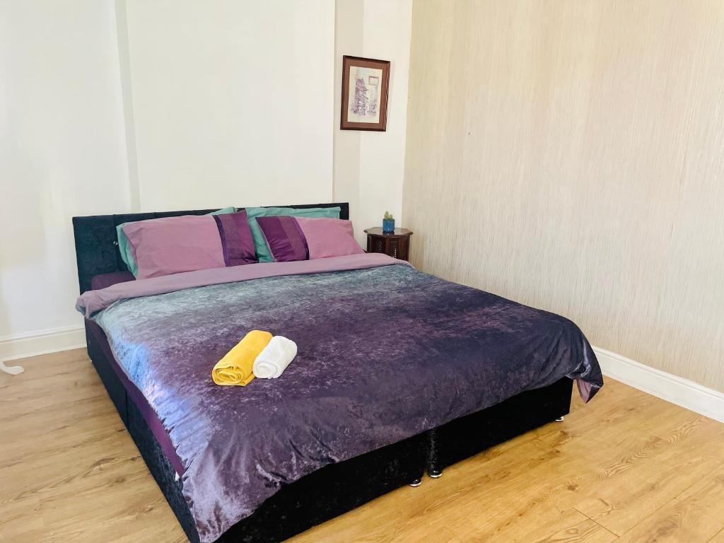 A bed or beds in a room at Sibotravel Casa Mariposa