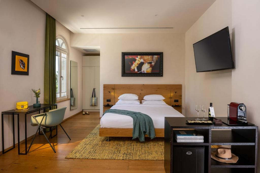 A bed or beds in a room at Schumacher Hotel Haifa