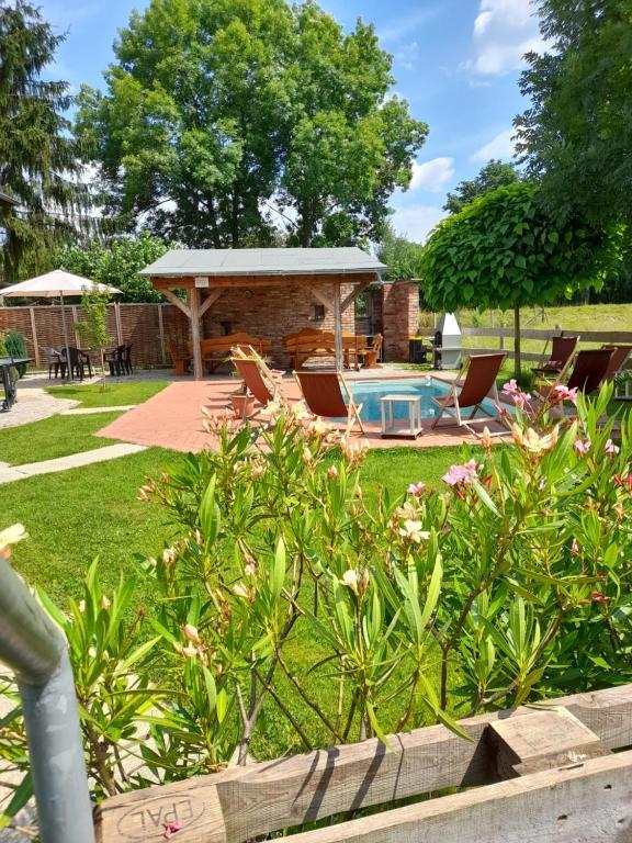 Der Swimmingpool an oder in der Nähe von Ferienwohnungen am Schmalzbach