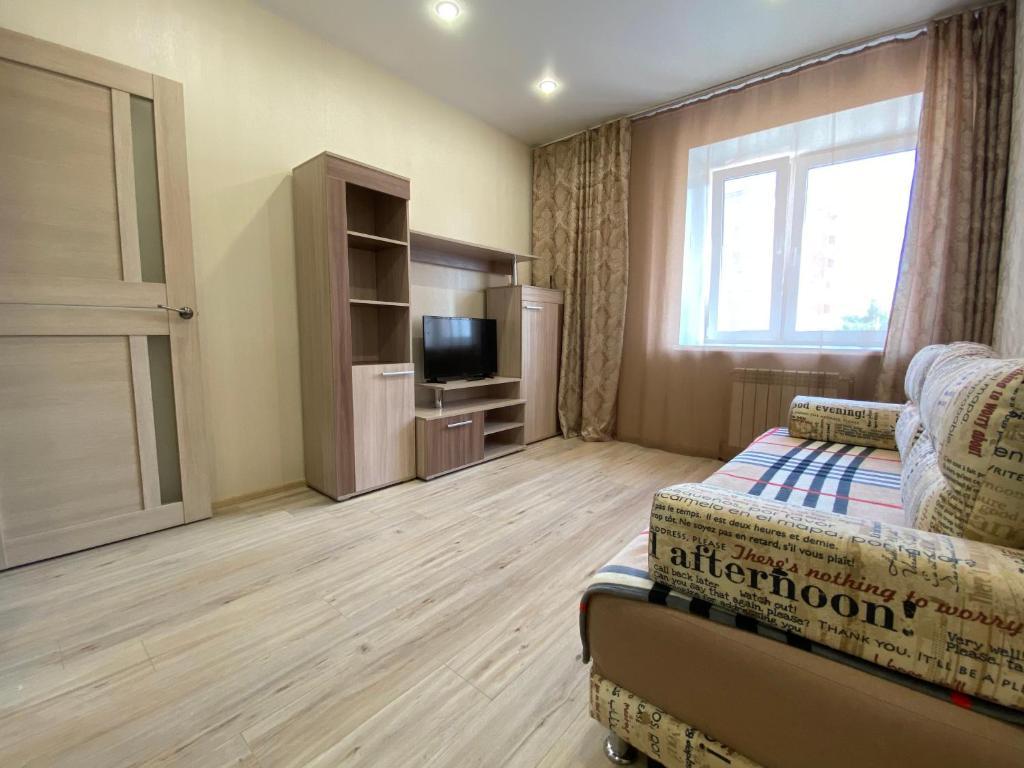 Телевизор и/или развлекательный центр в 1-к квартира Ветеранов 7