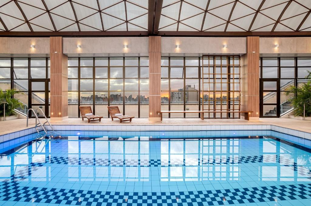 The swimming pool at or close to Piazza Navona Porto Alegre by Intercity