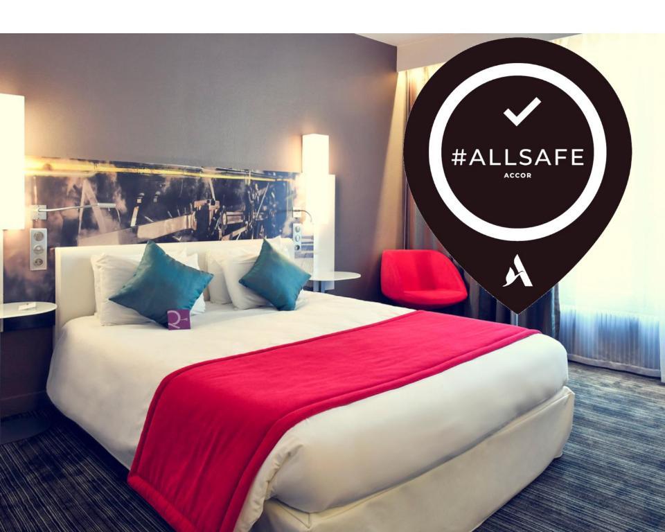 A bed or beds in a room at Mercure Paris Gare de l'Est