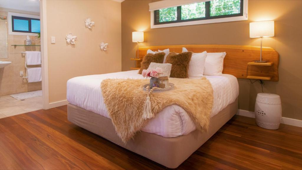 A bed or beds in a room at Montague's of Montville