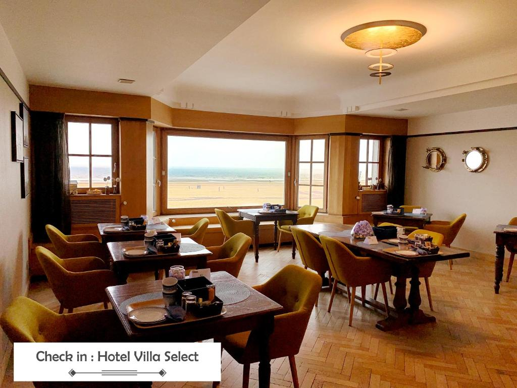 A restaurant or other place to eat at Hotel Villa Escale