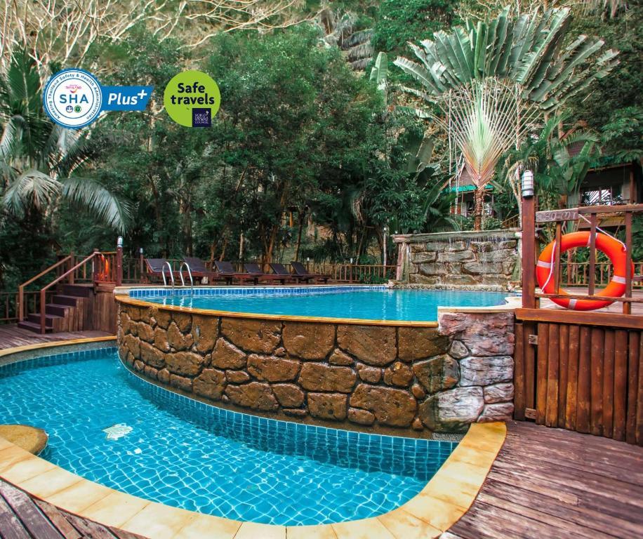 The swimming pool at or close to Ao Nang Cliff View Resort SHA Plus