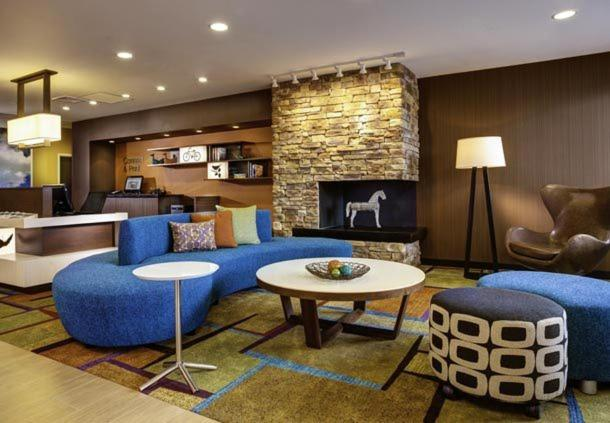 A seating area at Fairfield Inn & Suites by Marriott St. Paul Northeast
