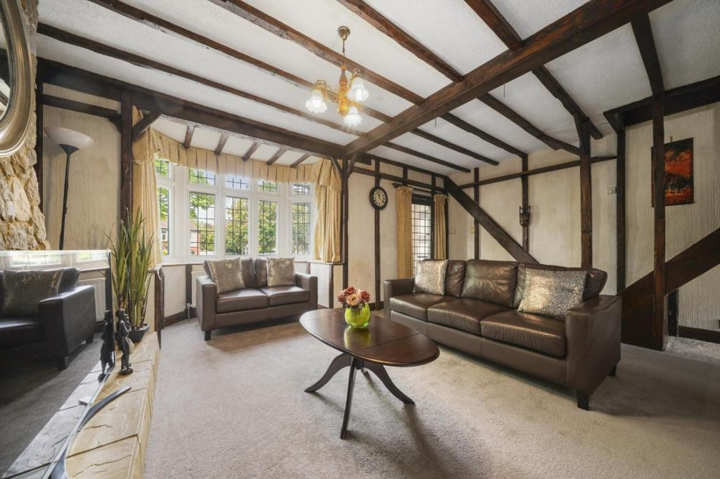 A seating area at Lovely 5-Bed House in Maidstone