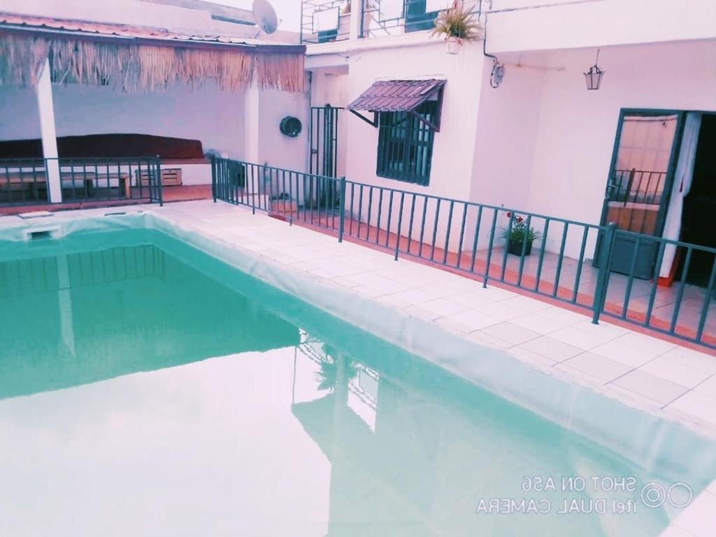 The swimming pool at or near Appartement 2 chambres résidence avec piscine