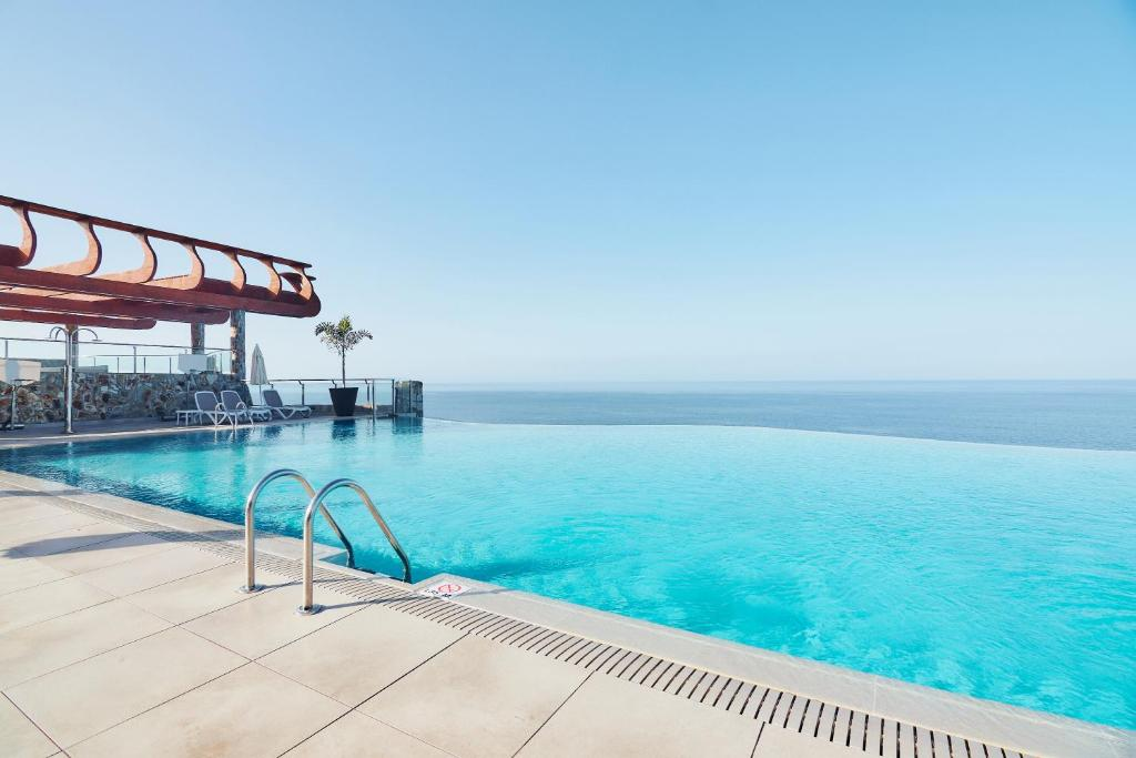 Het zwembad bij of vlak bij Gloria Palace Amadores Thalasso & Hotel